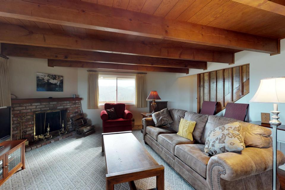 The Mountain House - Groveland Vacation Rental - Photo 4