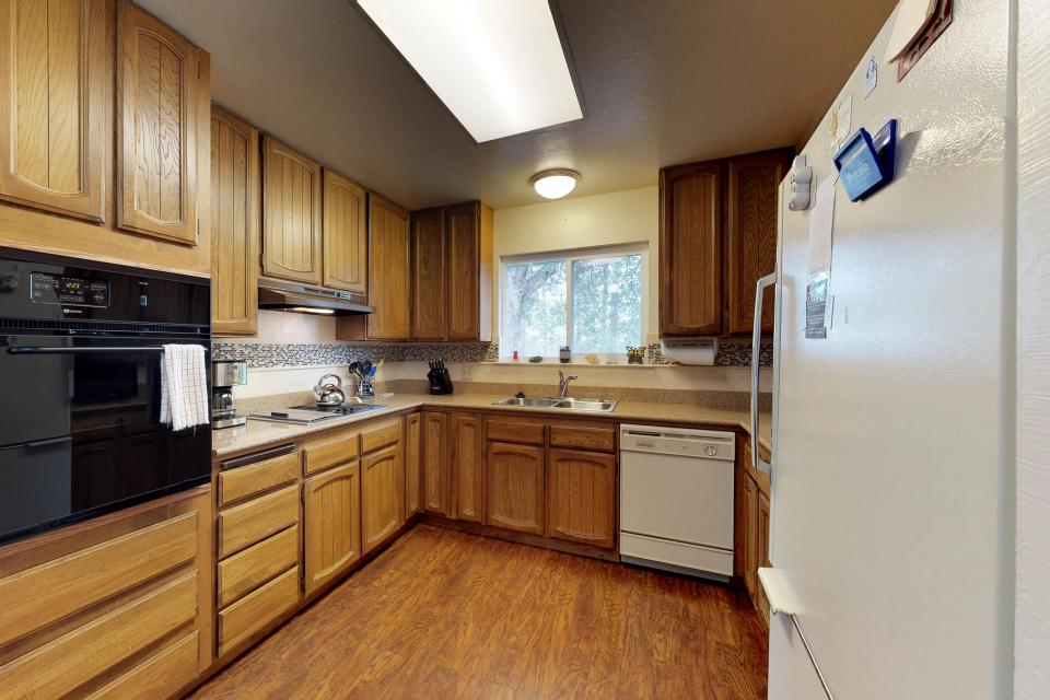 The Mountain House - Groveland Vacation Rental - Photo 2