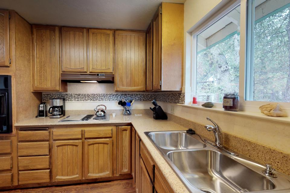 The Mountain House - Groveland Vacation Rental - Photo 13