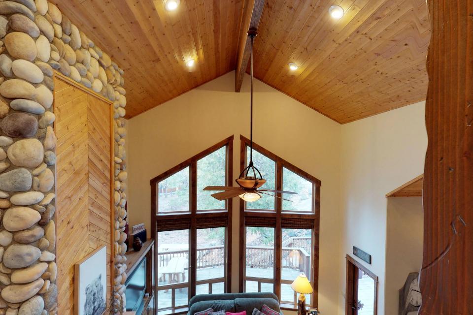 Rocky Pines Lodge - Shaver Lake Vacation Rental - Photo 12