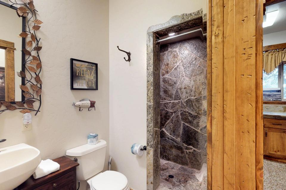 Rocky Pines Lodge - Shaver Lake Vacation Rental - Photo 26