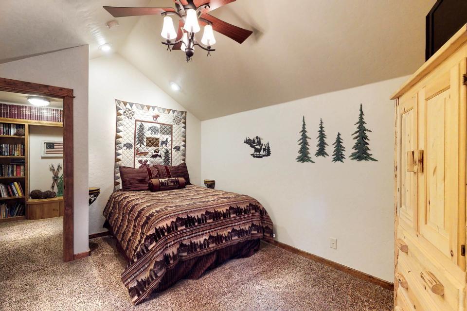 Rocky Pines Lodge - Shaver Lake Vacation Rental - Photo 25