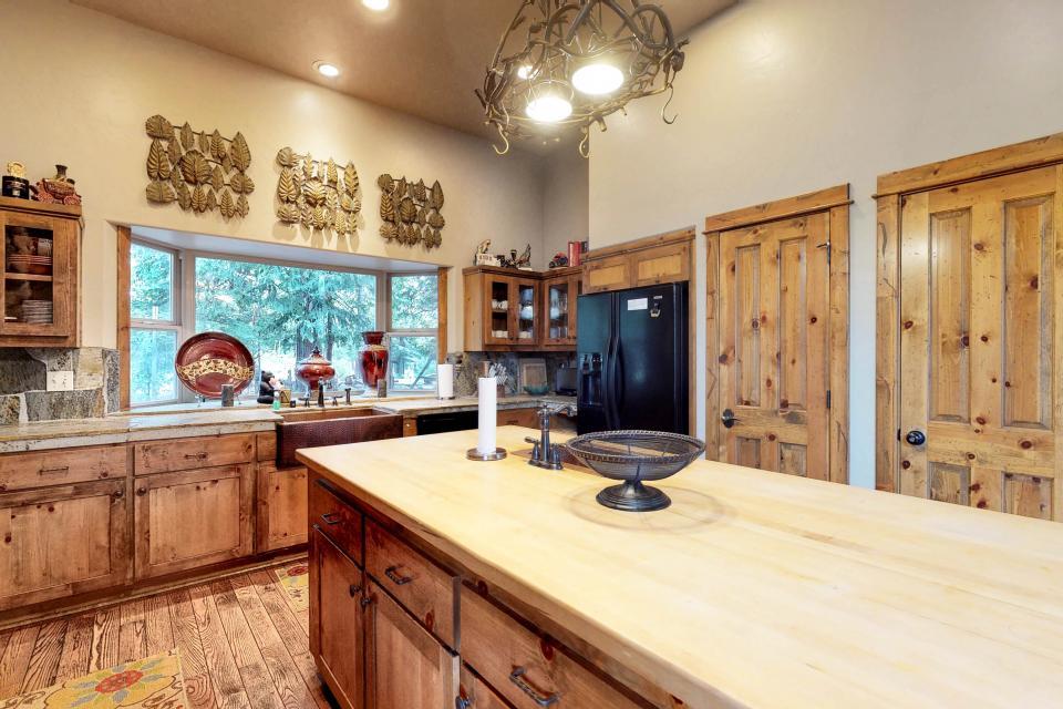 Rocky Pines Lodge - Shaver Lake Vacation Rental - Photo 11
