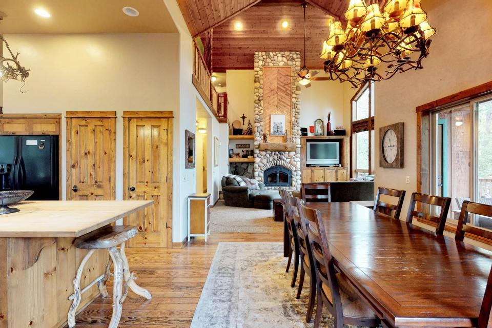 Rocky Pines Lodge - Shaver Lake Vacation Rental - Photo 7