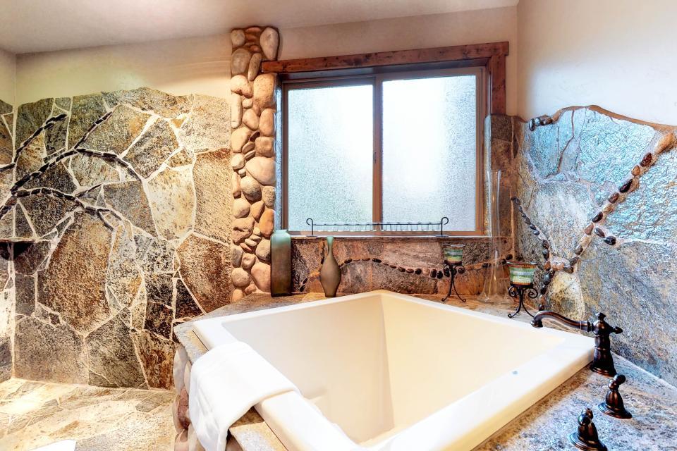 Rocky Pines Lodge - Shaver Lake Vacation Rental - Photo 18
