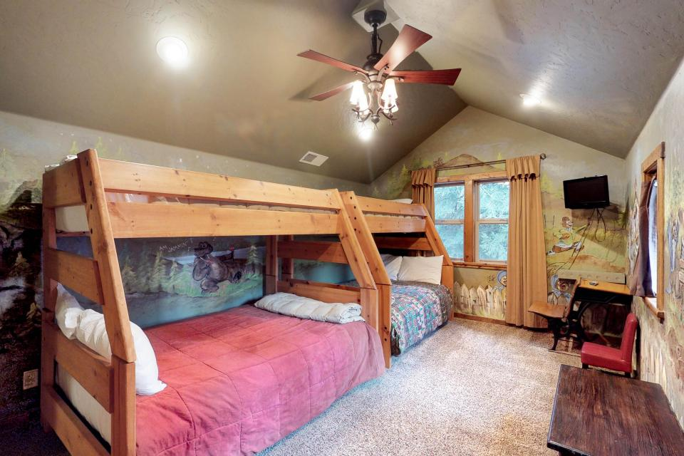 Rocky Pines Lodge - Shaver Lake Vacation Rental - Photo 27