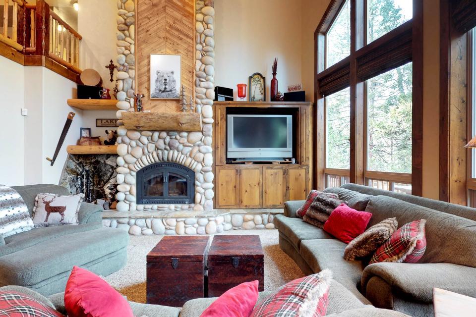Rocky Pines Lodge - Shaver Lake Vacation Rental - Photo 5