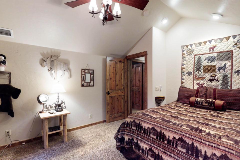Rocky Pines Lodge - Shaver Lake Vacation Rental - Photo 24