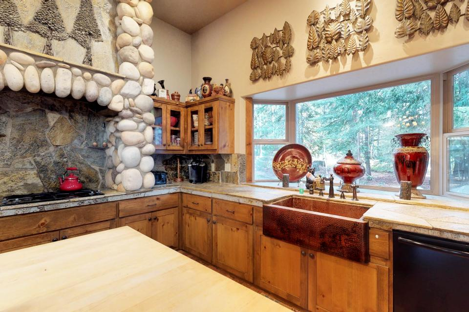 Rocky Pines Lodge - Shaver Lake Vacation Rental - Photo 13