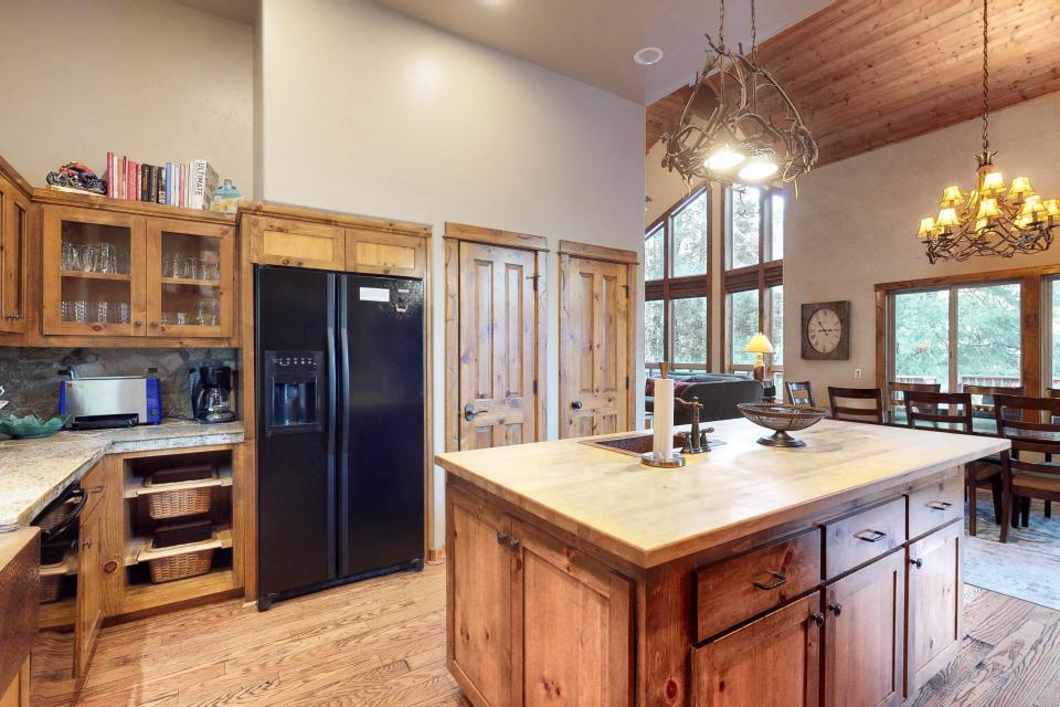 Rocky Pines Lodge - Shaver Lake Vacation Rental - Photo 15