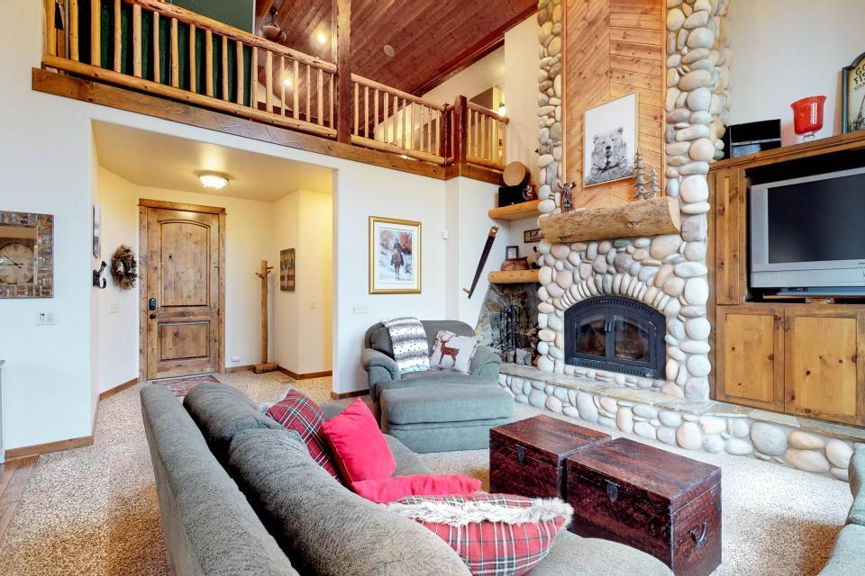 Rocky Pines Lodge - Shaver Lake - Take a Virtual Tour
