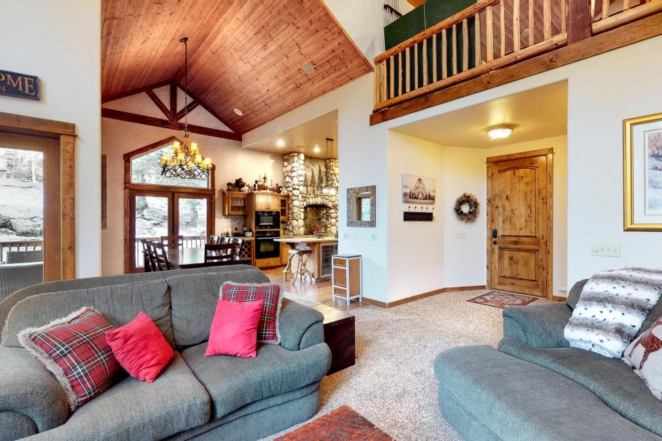 Rocky Pines Lodge - Shaver Lake Vacation Rental - Photo 10