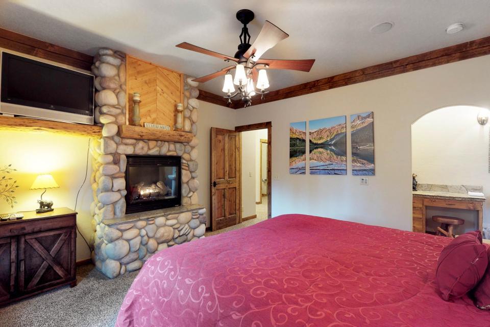Rocky Pines Lodge - Shaver Lake Vacation Rental - Photo 17
