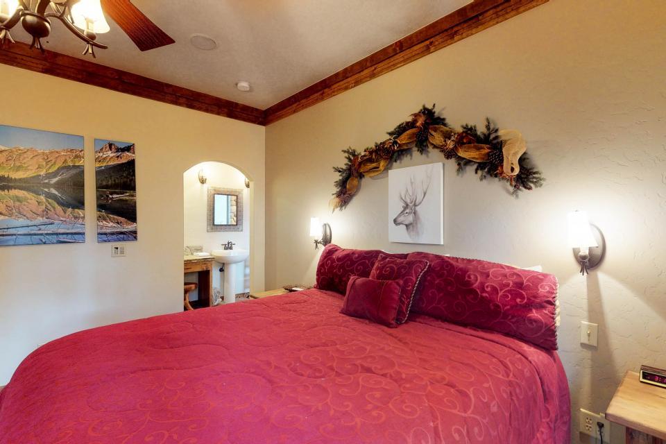 Rocky Pines Lodge - Shaver Lake Vacation Rental - Photo 16