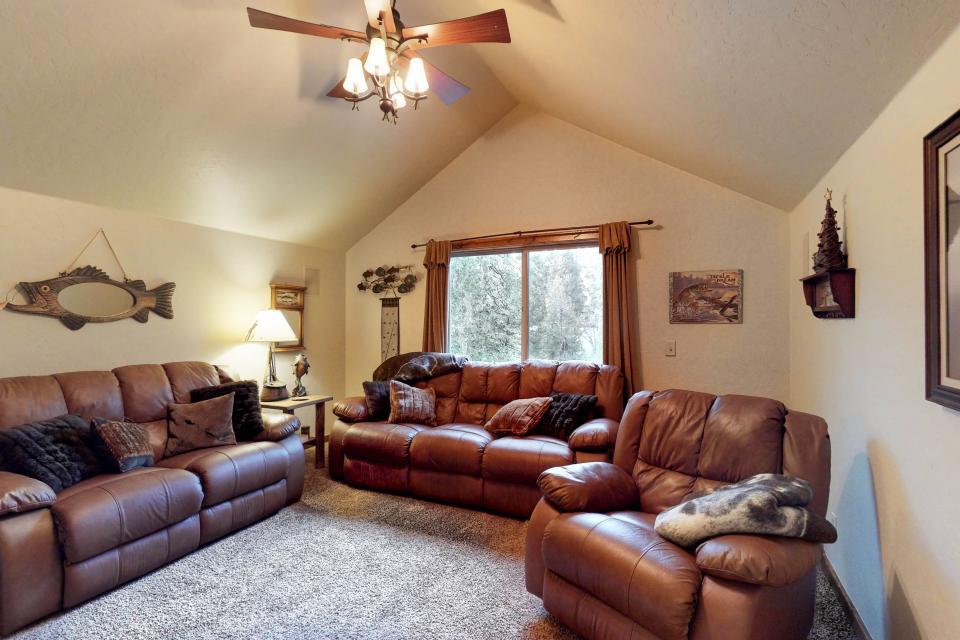 Rocky Pines Lodge - Shaver Lake Vacation Rental - Photo 8