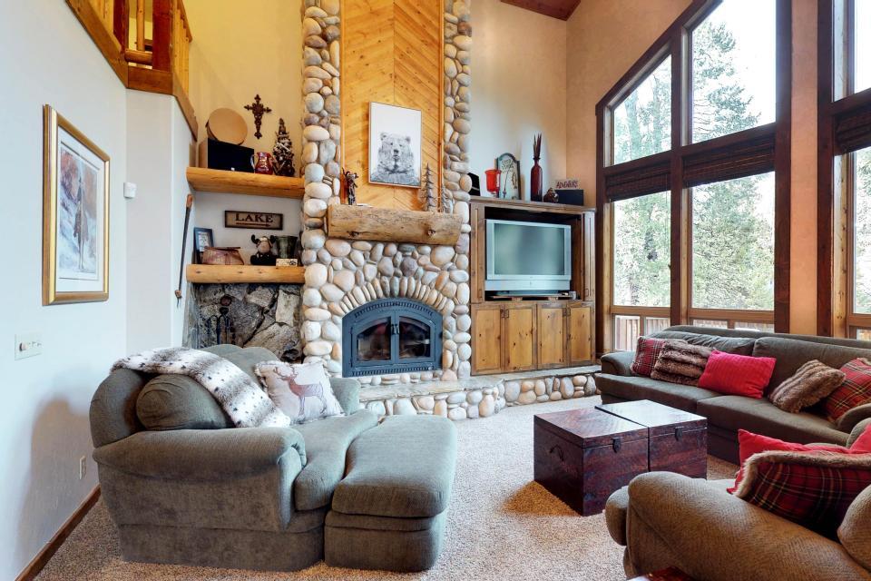 Rocky Pines Lodge - Shaver Lake Vacation Rental - Photo 14