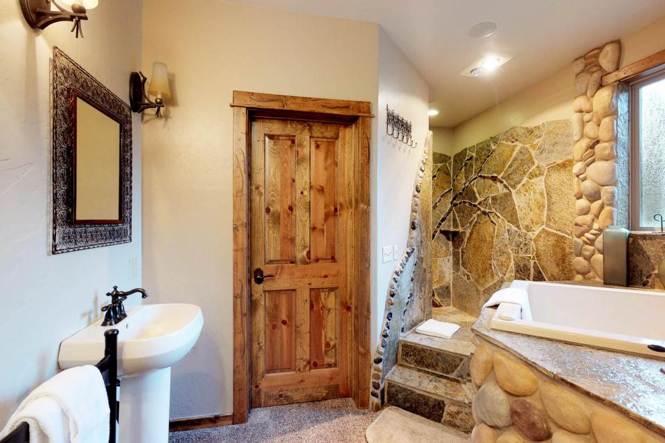 Rocky Pines Lodge - Shaver Lake Vacation Rental - Photo 19