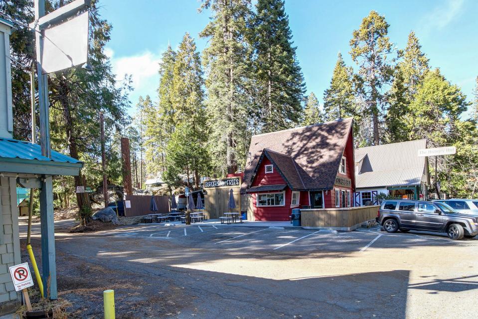 Rocky Pines Lodge - Shaver Lake Vacation Rental - Photo 38