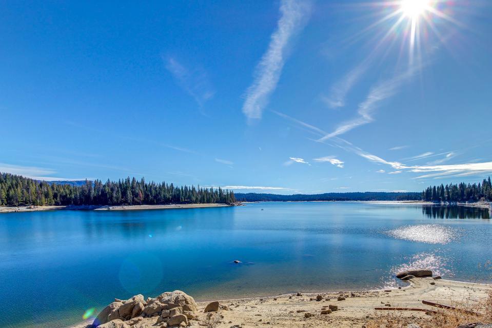 Rocky Pines Lodge - Shaver Lake Vacation Rental - Photo 35