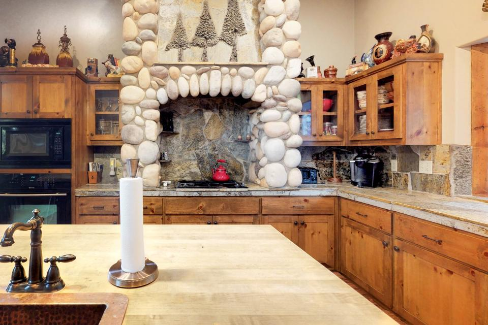 Rocky Pines Lodge - Shaver Lake Vacation Rental - Photo 9