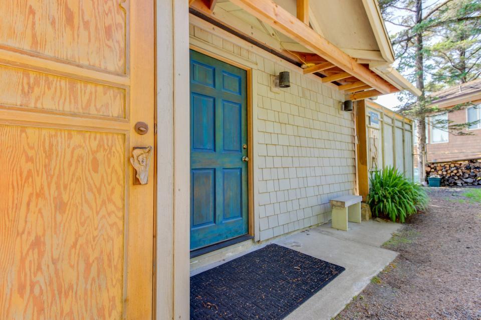 The Blue Door - Oceanside Vacation Rental - Photo 28