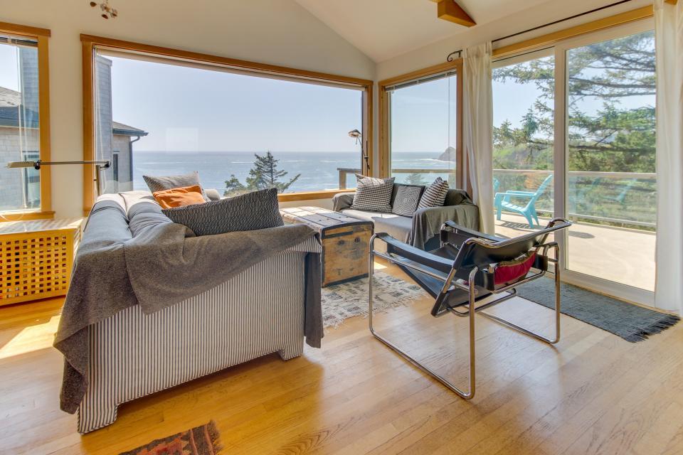 The Blue Door - Oceanside Vacation Rental - Photo 3