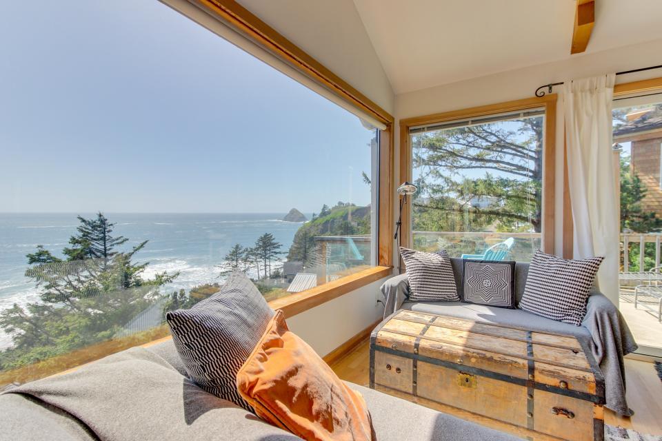 The Blue Door - Oceanside Vacation Rental - Photo 2
