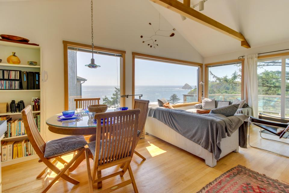The Blue Door - Oceanside Vacation Rental - Photo 6