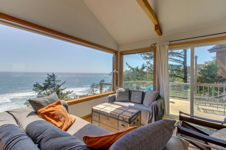 The Blue Door - Oceanside Vacation Rental - Photo 13