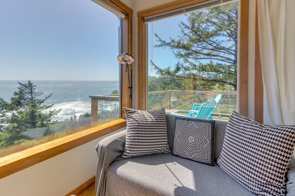 The Blue Door - Oceanside Vacation Rental - Photo 21