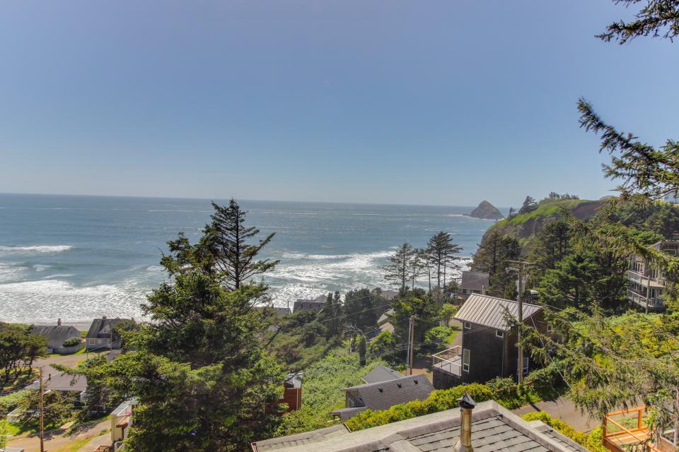 The Blue Door - Oceanside Vacation Rental - Photo 32