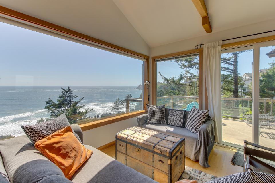 The Blue Door - Oceanside Vacation Rental - Photo 23