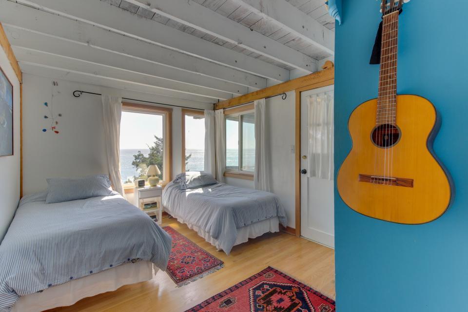 The Blue Door - Oceanside Vacation Rental - Photo 18