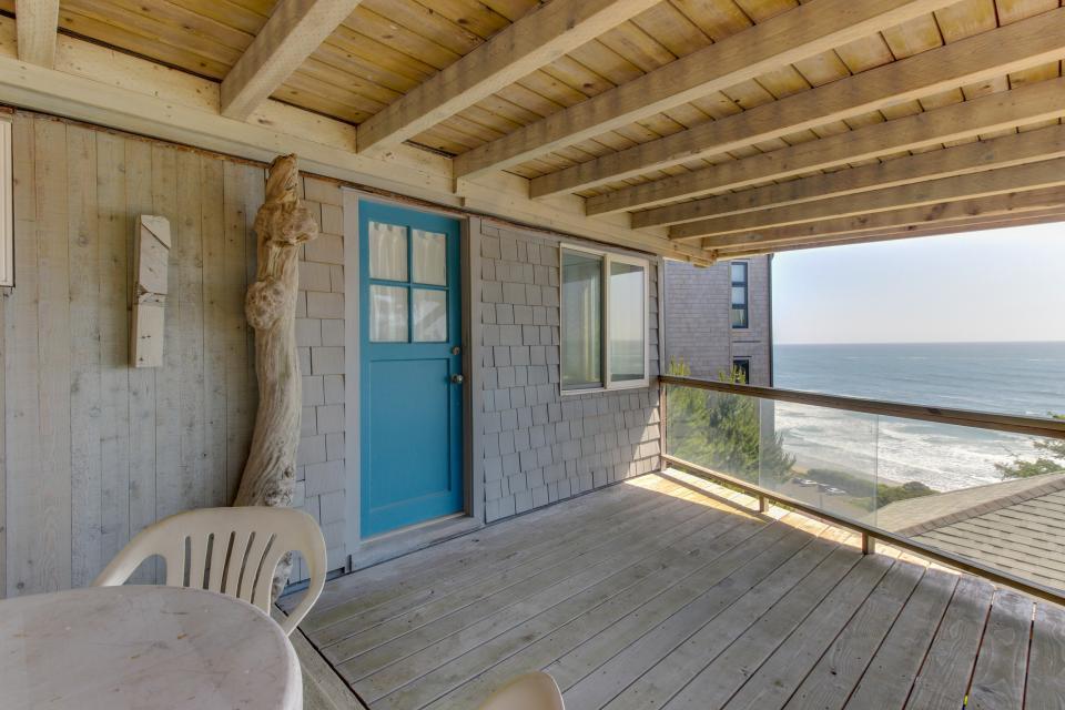 The Blue Door - Oceanside Vacation Rental - Photo 31