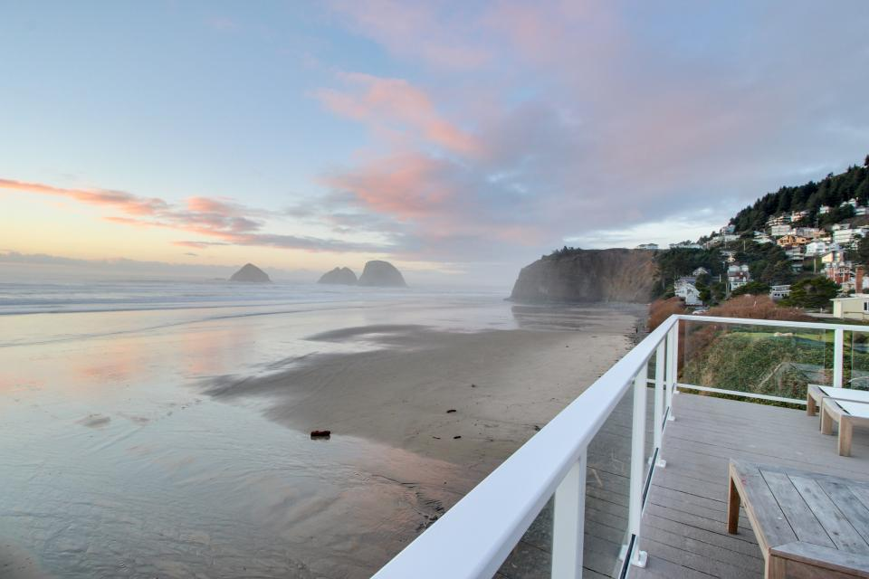 Tillamook Nook #2 - Oceanside Vacation Rental