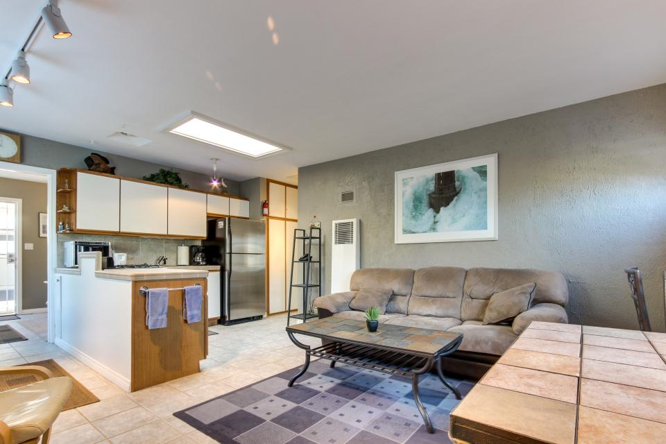 The Yellow Cottage - San Diego Vacation Rental - Photo 2