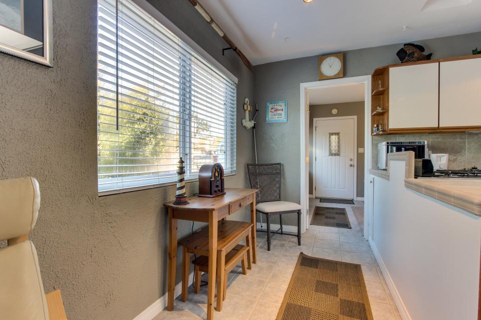 The Yellow Cottage - San Diego - Take a Virtual Tour