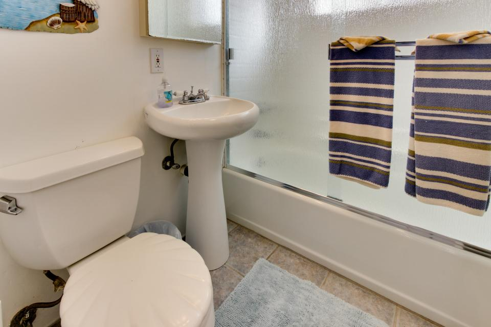 The Yellow Cottage - San Diego Vacation Rental - Photo 7