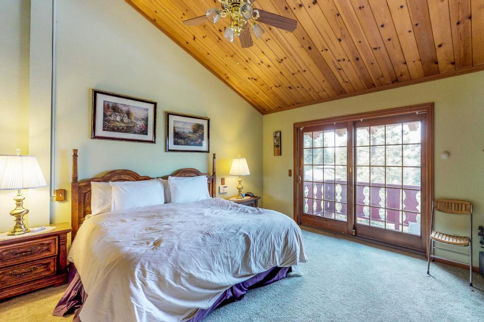 House on Cold Creek - South Lake Tahoe Vacation Rental - Photo 11