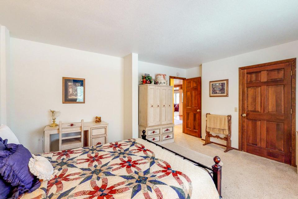 House on Cold Creek - South Lake Tahoe Vacation Rental - Photo 22