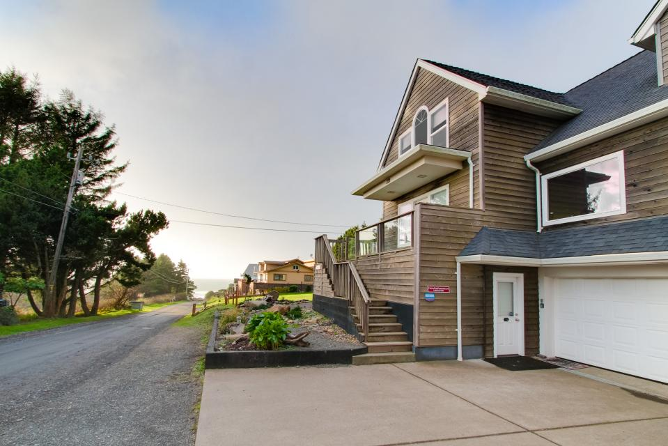 Crystal Rose Luxury Home - Lincoln City Vacation Rental - Photo 29