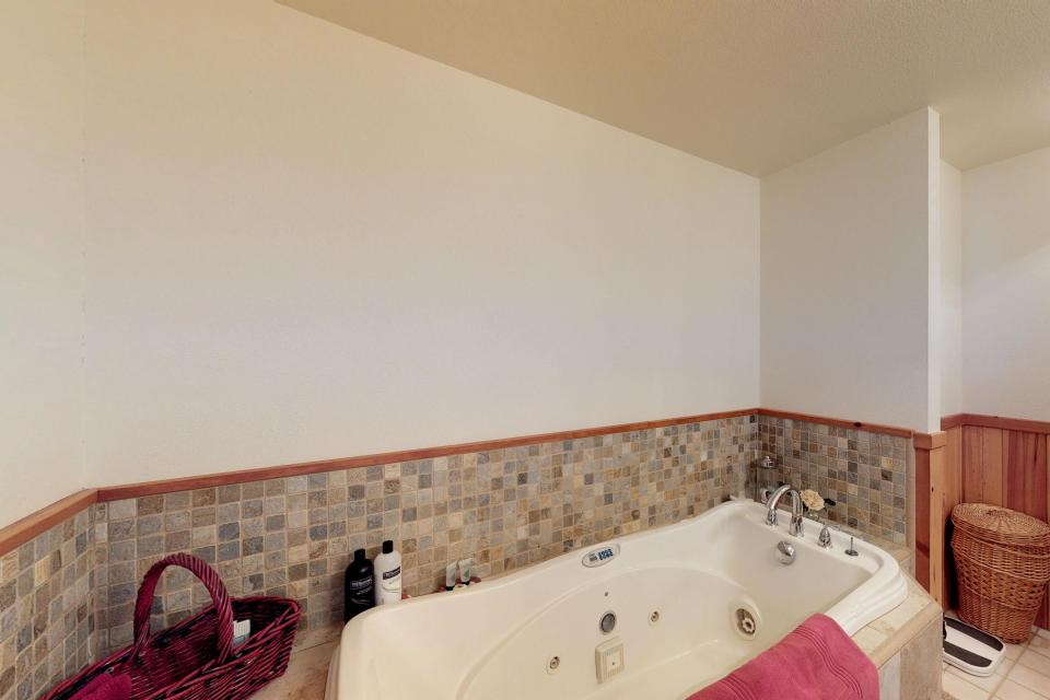 Cabin Fever - McCall Vacation Rental - Photo 11