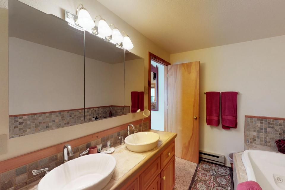 Cabin Fever - McCall Vacation Rental - Photo 14
