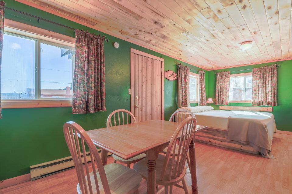 Fox Cabin - South Fork Vacation Rental - Photo 6