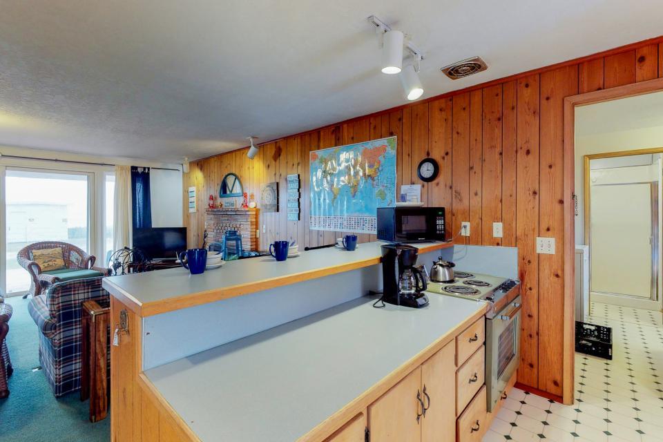 Corona - Waldport Vacation Rental - Photo 12