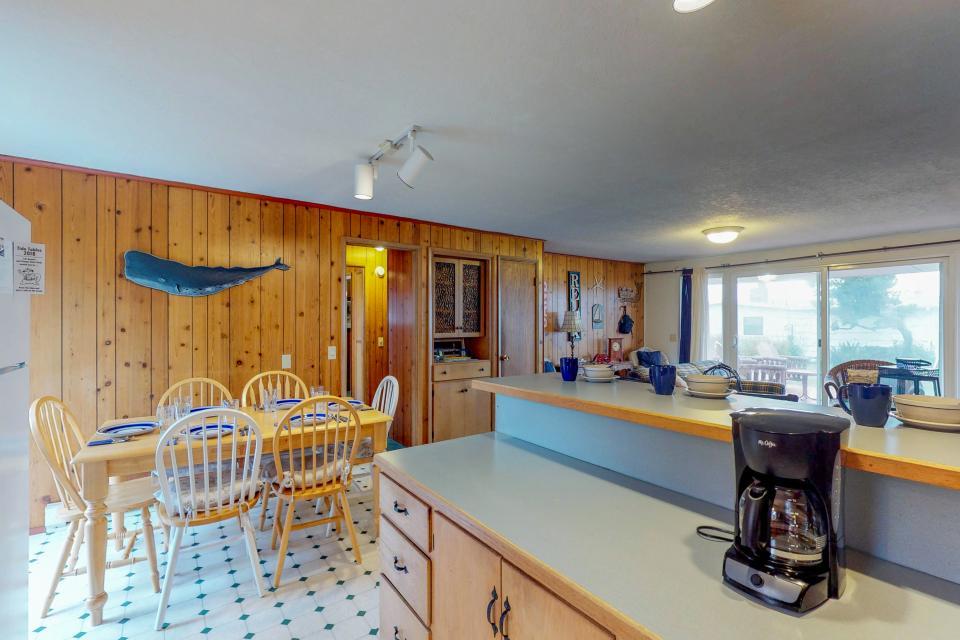 Corona - Waldport Vacation Rental - Photo 10