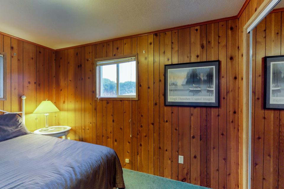 Corona - Waldport Vacation Rental - Photo 17