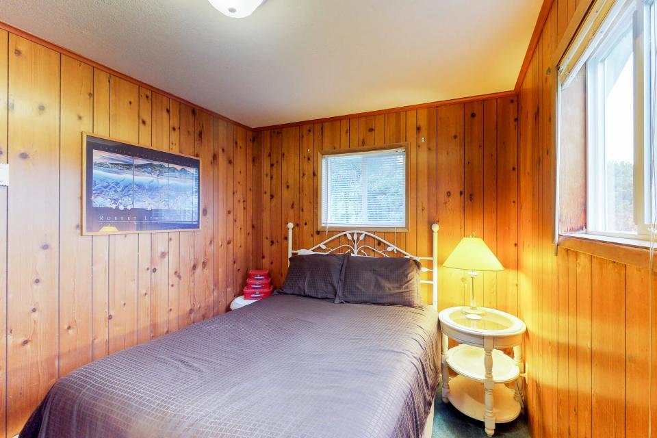 Corona - Waldport Vacation Rental - Photo 18