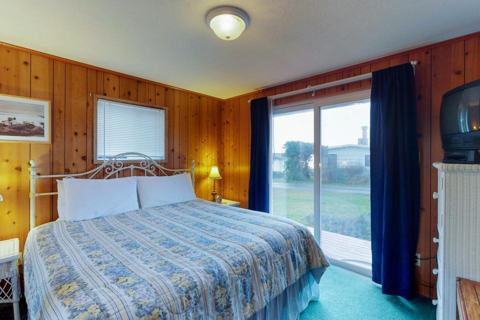 Corona - Waldport Vacation Rental - Photo 15