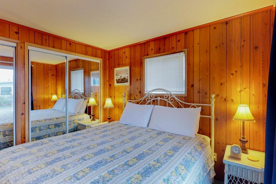 Corona - Waldport Vacation Rental - Photo 3